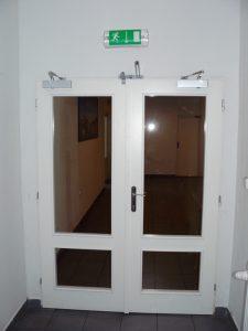 Dřevěné požární dveře s prosklením