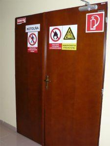 Dvoukřídlé dřevěné dveře do plechové zárubně